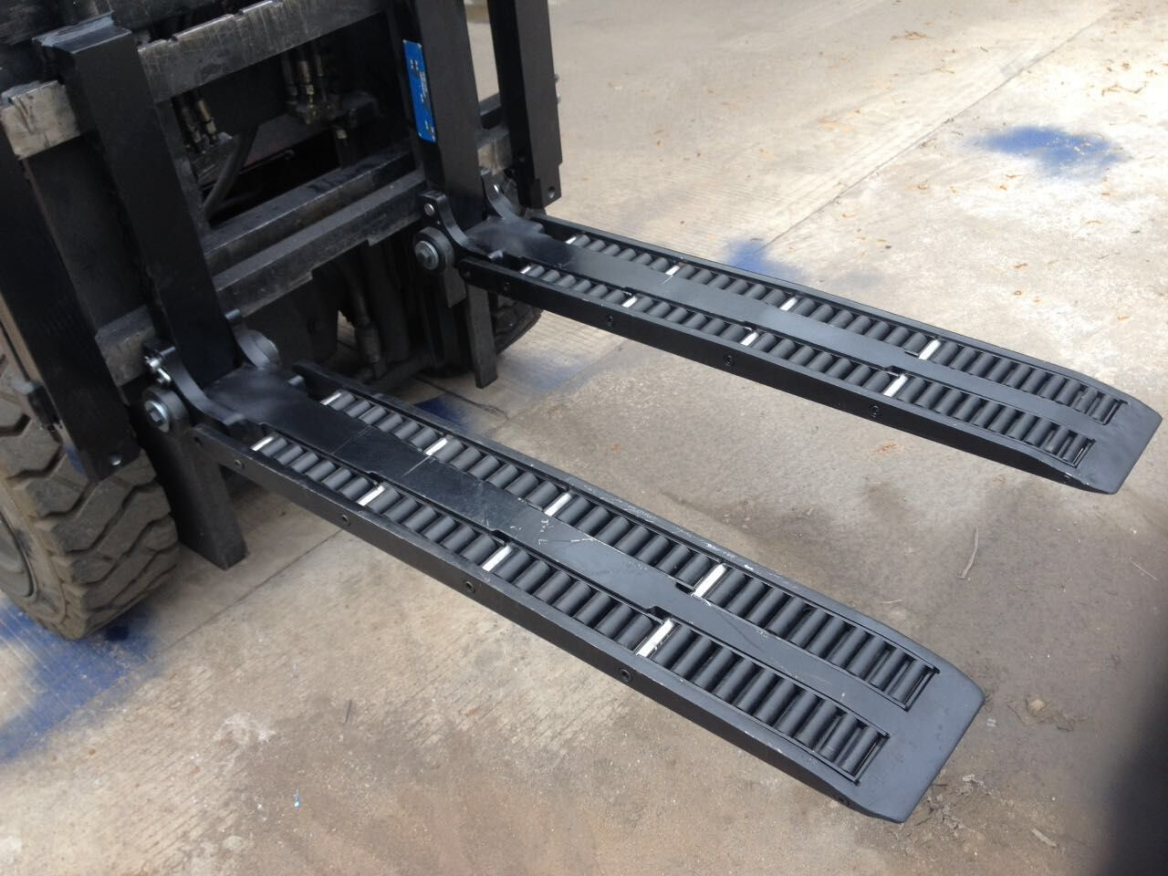 Taipkan forks roda roda forklift WF2A1100 untuk dijual